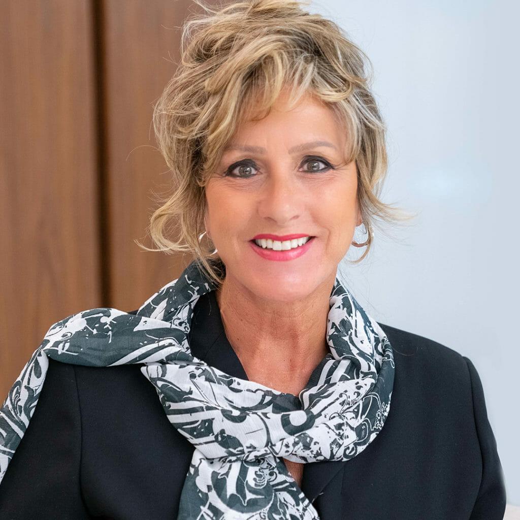 Headshot of Deborah Hoyt
